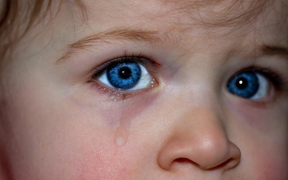 ojos niño llorando