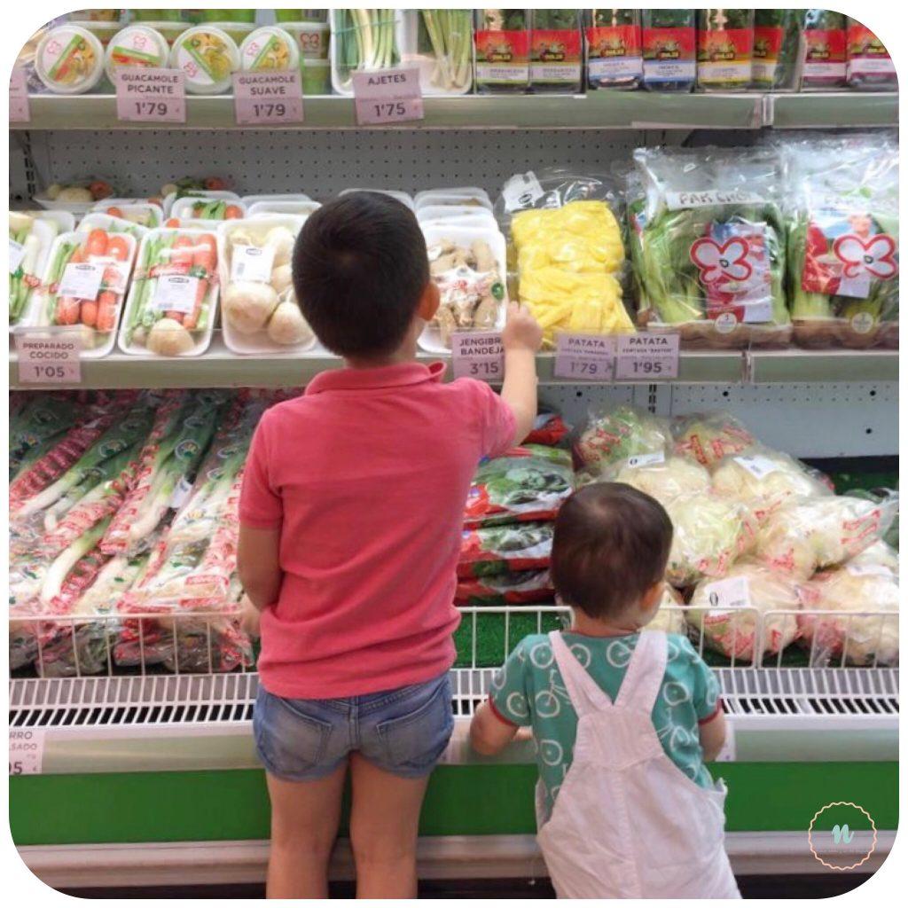 Niños en la compra